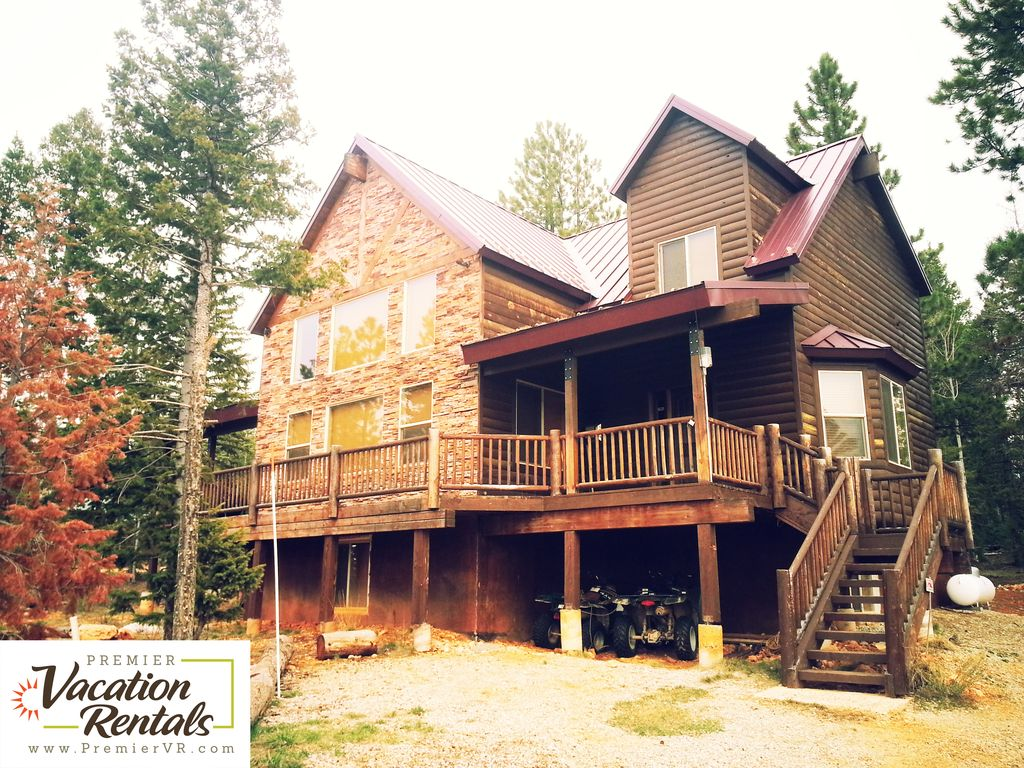Huge 5 Bedroom Cabin Sleeps 17