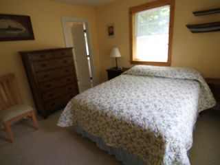 Wilmington house photo - Lake Suite - Queen bed, en suite bathroom