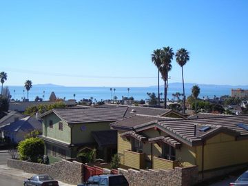 Ventura house rental - View of Gold craftsman home from street