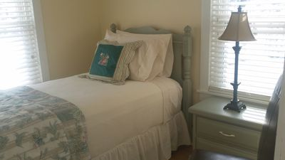 Sweet bedroom - Swan at Stonehearth