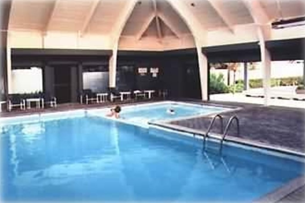 Indoor pool with jacuzzi connected! Switch from one to the other & back!