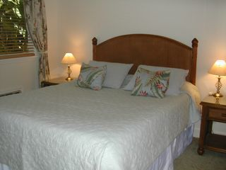 Kihei cottage photo - Comfortable King size bed