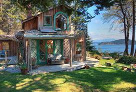 Beautiful Oceanfront House with Spectacular Views on 3 Acres