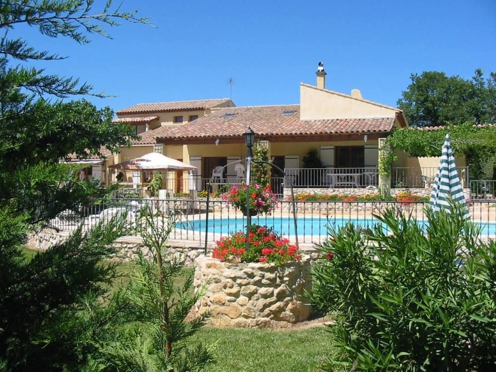 Maison de marie saint cannat location de vacances for Location grande villa