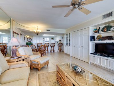 Welcoming oceanfront condo w/ shared tennis, pool, hot tub, & more!