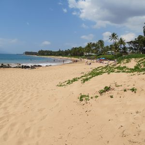 Peaceful swimming at King Kam III beach in Kihei