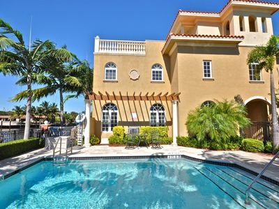 3 Story Townhouse in the Heart of Fort Lauderdale, Pool outside front door.