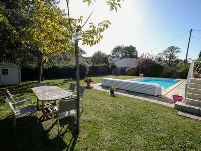 House with garden and swimming pool
