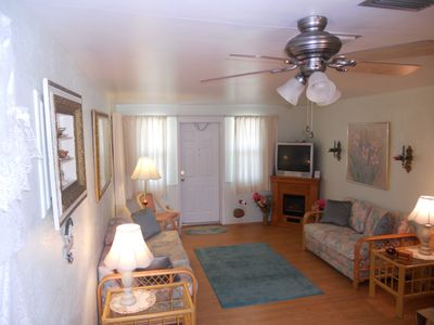 Living Room complete w/bose system, fireplace, perfect for honeymooners,ambiance