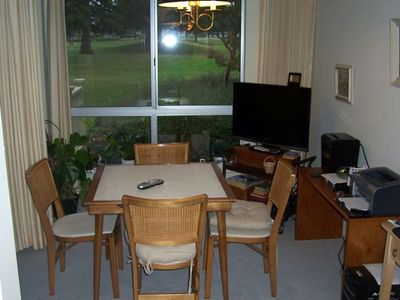 Kenwood condo rental - Breakfast nook table