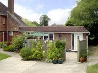 HOLLY COTTAGE, country holiday cottage in Balcombe, Ref 2028