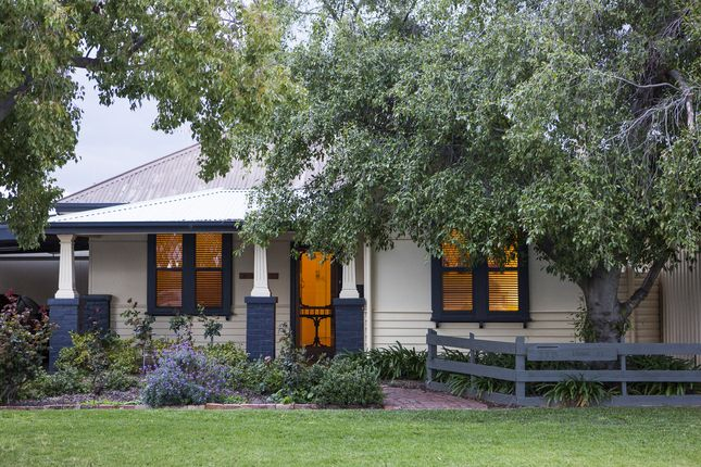 Echuca House - holiday home for family and friends