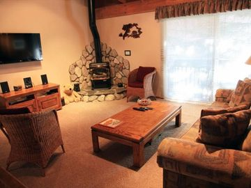 Flat screen TV, Blu-ray DVD and stereo | Mammoth condo getaway