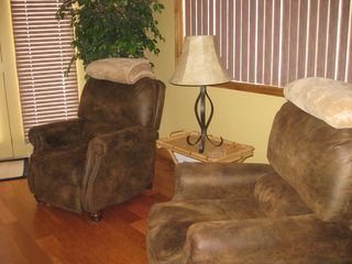 Arrowhead Lake chalet photo - Comfortable recliners in living room.