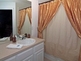 Windsor Hills townhome photo - Beautiful Ensuite Master Bathroom