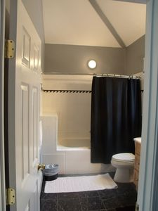 huge spa like bathroom w/plenty of counter space and 5' jetted tub for relaxing