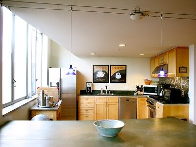 3 level loft with roof deck in SoMA on Rincon Hill