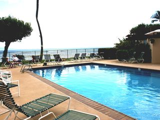 Maalaea condo photo - Oceanfront Pool