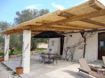 Shaded pergola / terrace for al fresco dining