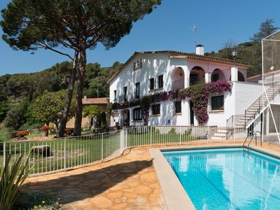 Villa with views, garden and private pool. ideal for families, 30 min from BCN