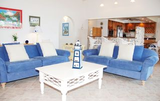 Grand Cayman condo photo - Light, airy and beautiful