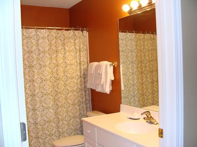 Blue Mountain Beach condo rental - main bathroom