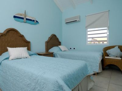 Bonaire villa rental - Two twin size beds