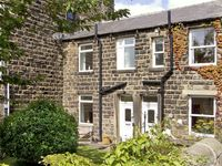 SALLYS COTTAGE, family friendly, with a garden in Embsay, Ref 2020