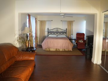 Spacious guest bedroom (sleeps 4)
