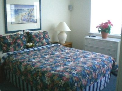 Boardwalk condo rental - 2nd master suite w queen bed,deck, private bath w jaccuzi, ocean & boardwlk view