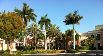 Promenade Center is 5 minute walk - several nice restaurants.