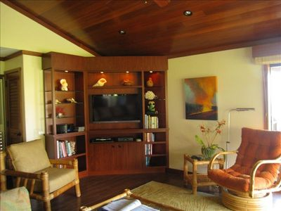 LIVING ROOM WITH ACCESS TO THE LANAI