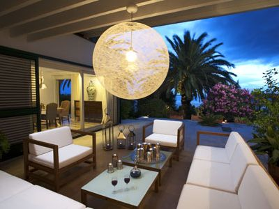 LUXURY AIR-CONDITIONED VILLA. Spectacular setting with direct access to beach.