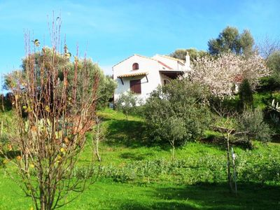 House with garden deep in the green, less than 2 km from Tuerredda beach