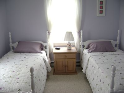Wakefield house rental - Bedroom with twin beds