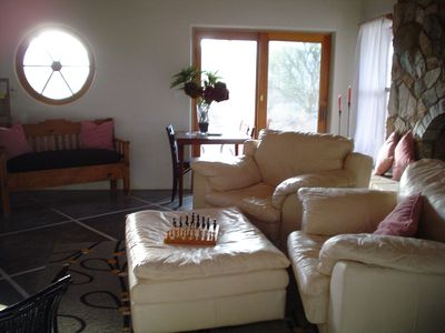 Vail cottage rental - Lots of light all day long this room has a wagon wheel window and a sky light.