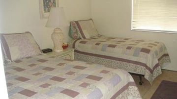 Middle BR has 1 double and 2 twin beds