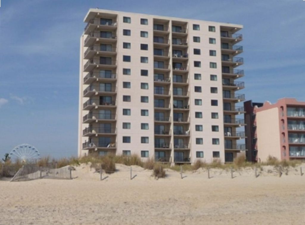 OCEANFRONT, 2BR/2BA, Wrap-A-Round Balcony, South End Unit one Block to Boardwalk