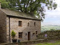 EAST COTTAGE, romantic in Healaugh Near Reeth, Ref 3595