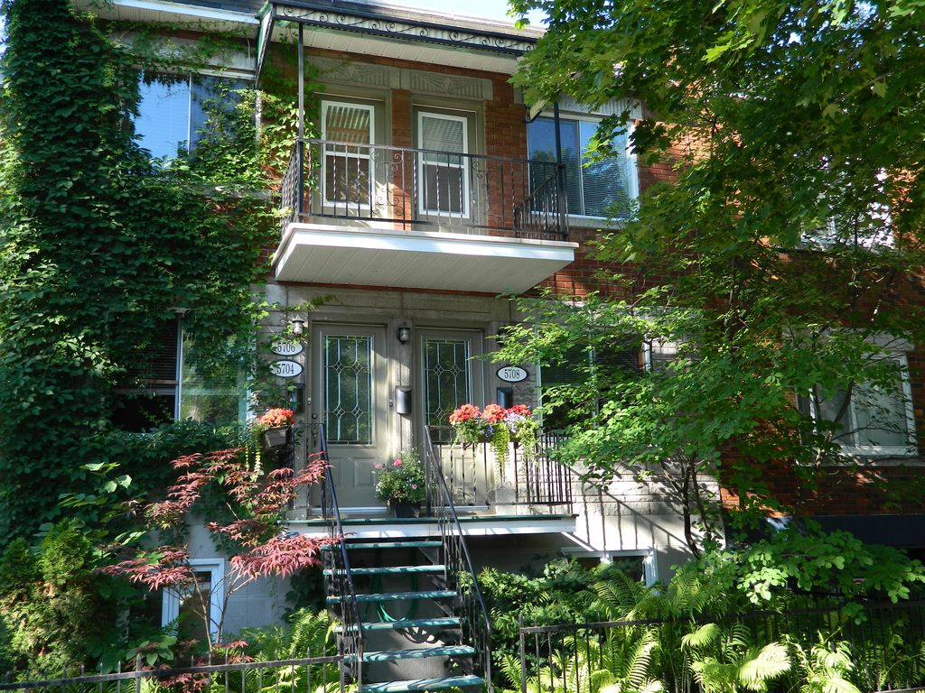 Montreal apartment flat montr al homeaway montreal for Cabin rentals in montreal canada