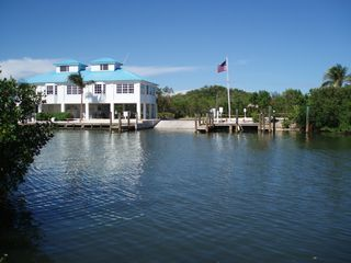 Tavernier condo photo - Boat Ramp and Restaurant