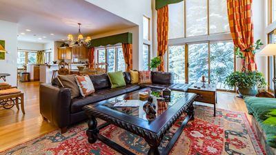 Beautiful Single Family Home, Minutes From Vail Mountain!