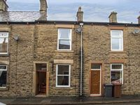 FEATHERBED MOSS COTTAGE, with a garden in Glossop, Ref 919169