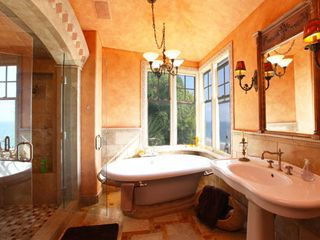 Malibu house photo - See the ocean as you shower.
