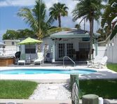 Mad Beach Bungalow,Pet Friendly, Paradise on the Water!