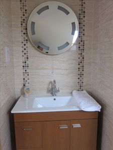 Upstairs ensuite bathrooms (idential)