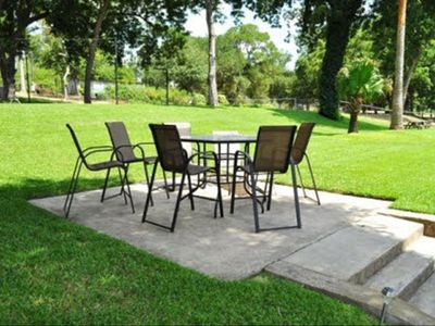 patio furniture, seats 7 people