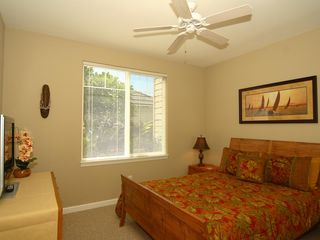 Waikoloa Beach Resort townhome photo - Downstairs Bedroom / Queen Bed with Memory Foam Mattress & Pillows
