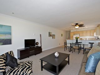 Pacific Beach condo photo - Light open floor plan