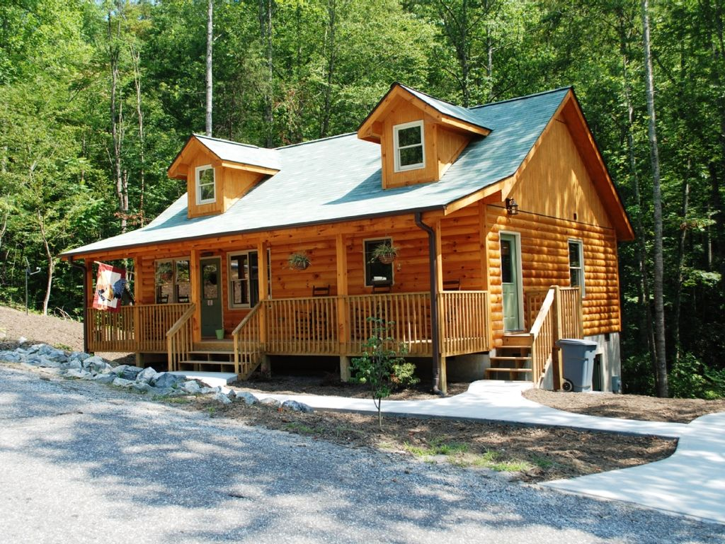 Rooster ridge a sensational cabin get homeaway for Cheap cabin rentals in asheville nc